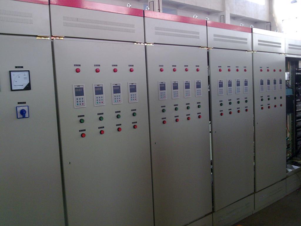 产品简介: 1、采用进口或国产高性能变频调速器,配备先进的微机控制技术,按需设定压力,根据用水量的变化自动调节水泵的转速,实现节能供水。 2、微机控制每台水泵即可变频运行,多台泵递次循环软启动,管网、电网无冲击,延长设备使用寿命。 3、高效节能。采用小流量停机保压专利技术,在夜间用水量小或不用水时设备会自动停机保压,用水量增大时,自动开机。 4、可实现多台水泵自动控制及远程控制。 5、变频控制柜柜体占地面积小,可有效解决使用场地问题。 6、保护功能强,采用电脑检测控制,检测值准确,动作可靠。 7、自动化控